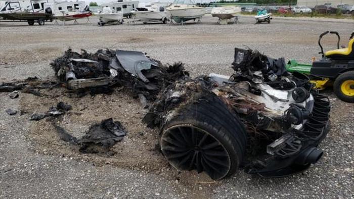 Siêu xe McLaren bị cháy thành tro vẫn được rao bán - 10
