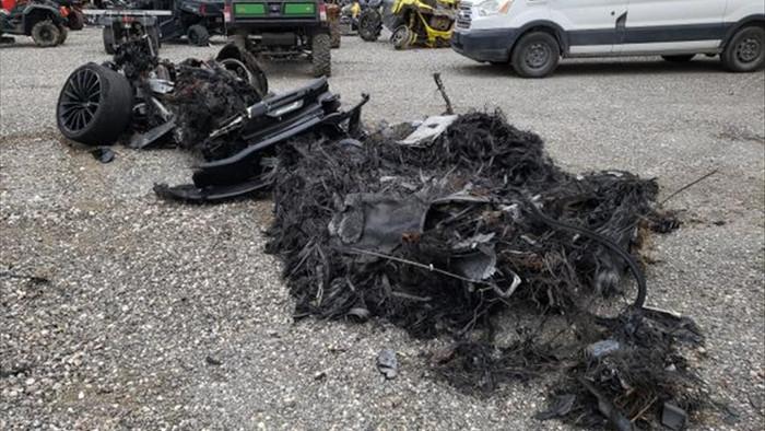Siêu xe McLaren bị cháy thành tro vẫn được rao bán - 2