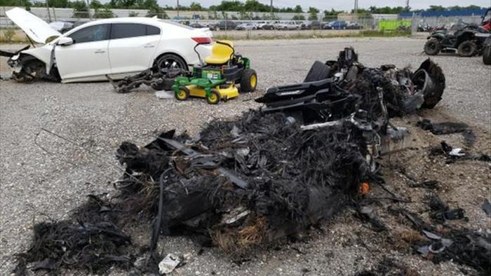 Siêu xe McLaren bị cháy thành tro vẫn được rao bán - 9