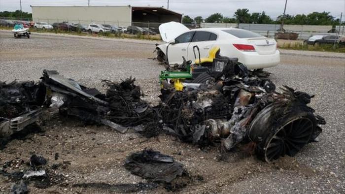 Siêu xe McLaren bị cháy thành tro vẫn được rao bán - 11