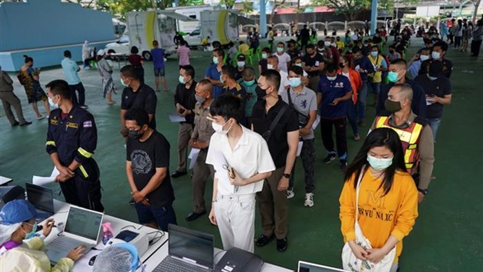 Thái Lan: Gần 7.000 ca mắc COVID-19 mới là phạm nhân - 1