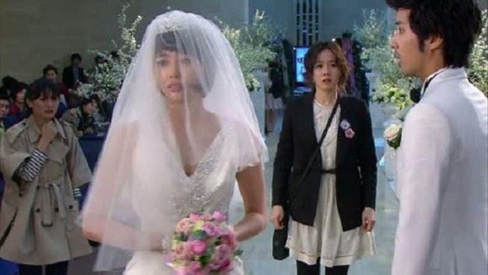 Giữa đám cưới làm rơi nhẫn, nghe mẹ chồng nói tôi liền trả trang sức 2 tỷ hủy hôn ngay - 3