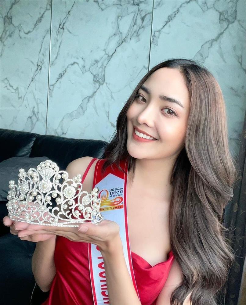 Hoa hậu Du lịch Thái Lan bị nghi đạo nhái vương miện của Hoa hậu Đỗ Mỹ Linh-1