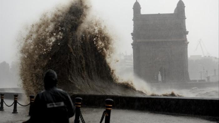 Ấn Độ: Siêu bão mạnh nhất 20 năm đổ bộ, 21 người thiệt mạng - 1