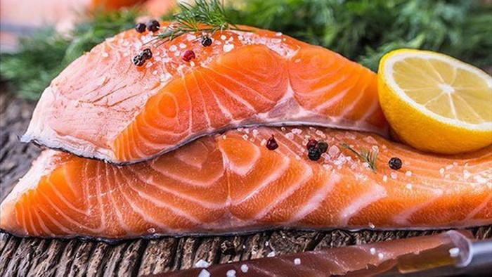 Mua cá hồi cứ nhắm trúng điểm vàng này, đảm bảo cá tươi