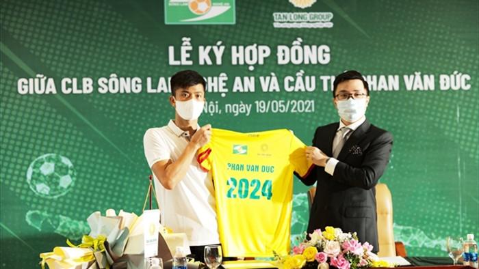 SLNA sắp có nhà tài trợ mới, chi 10 tỷ đồng giữ chân Phan Văn Đức - 1
