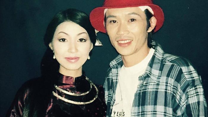 Nữ ca sĩ tuyên bố là vợ Hoài Linh, thay chồng đối mặt với bà Phương Hằng là ai? - Ảnh 1.