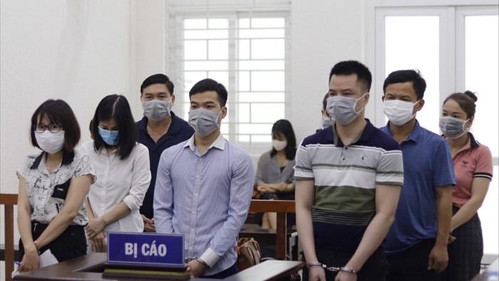 Xét xử 8 bị cáo đưa doanh nhân rởm lên chuyên cơ Đoàn Chủ tịch Quốc hội - 2