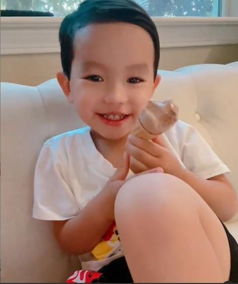 Cưng xỉu khi nghe con trai Phạm Hương tập nói tiếng Việt-2