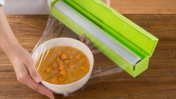 Những sai lầm nguy hiểm khi sử dụng màng bọc thực phẩm biến đồ ăn thành