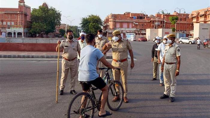 Vi phạm lệnh giới nghiêm, nam thanh niên Ấn Độ bị cảnh sát đánh chết - 1