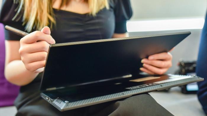Cận cảnh ROG Flow X13: laptop gaming mỏng nhẹ, xoay gập 360 độ - 4