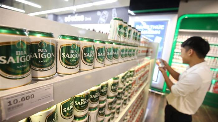 Bất chấp COVID-19, tiêu thụ rượu bia ở Việt Nam vẫn tăng  - 1