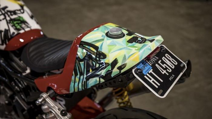 Đèn pha Twin Led được lấy từ danh mục phụ tùng của Indian Motocycle và được lắp đặt, mang đến cho CoC FTR1200S ngoại hình của một chiếc xe đua bền bỉ.Có thông tin cho rằng Indian Motorcycle của thị trường Malaysia sẽ được nhượng quyền cho một nhà phân phối mới với những thông báo sẽ được đưa ra trong thời gian tới.