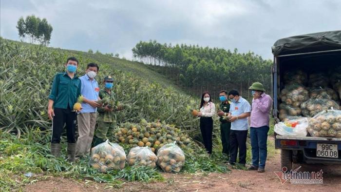 """560 xe thông thương hàng hóa, Bắc Giang không lo bị """"ngăn sông cấm chợ"""""""