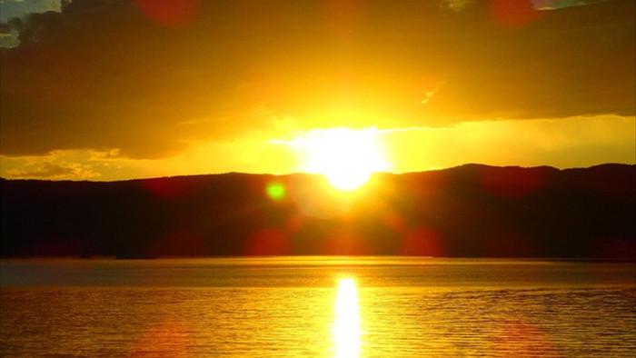 Cảnh đẹp như cổ tích ở hồ nước ngọt sâu nhất thế giới - 13