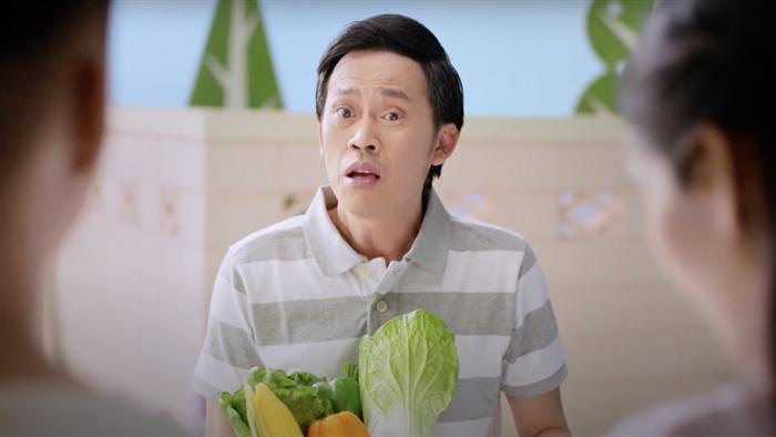 Chuyên gia cho rằng Hoài Linh sẽ khó hợp tác với nhãn hàng mới nào trong năm nay. (Ảnh: YouTube)