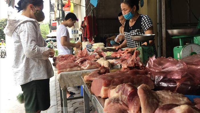Giá lợn hơi giảm kỷ lục, vì sao người dân vẫn mua đắt? - 2