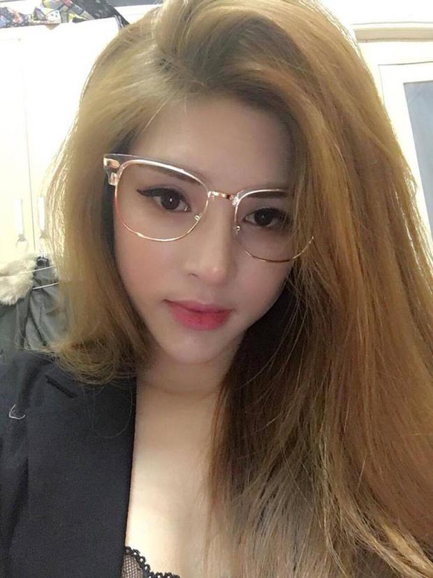 Cận cảnh nhan sắc xinh đẹp vợ hot girl của HLV Rap Việt LK-5