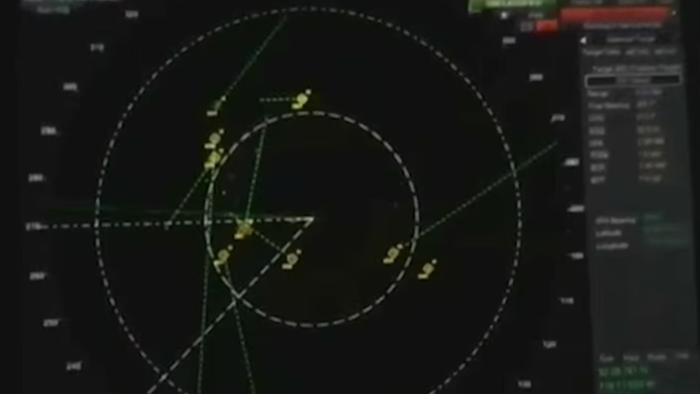 Radar phát hiện hàng chục vật thể bay bí ẩn bao vây tàu quân sự USS Omaha - 1