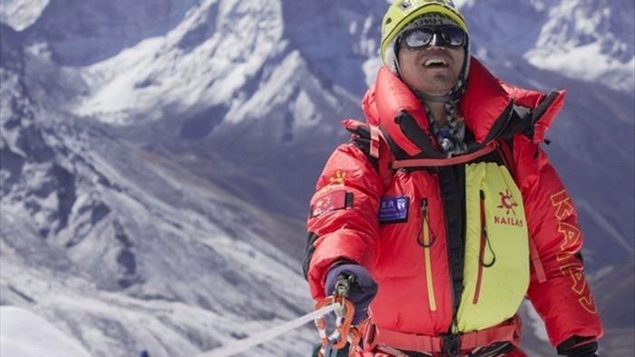 Người châu Á khiếm thị đầu tiên chinh phục đỉnh Everest