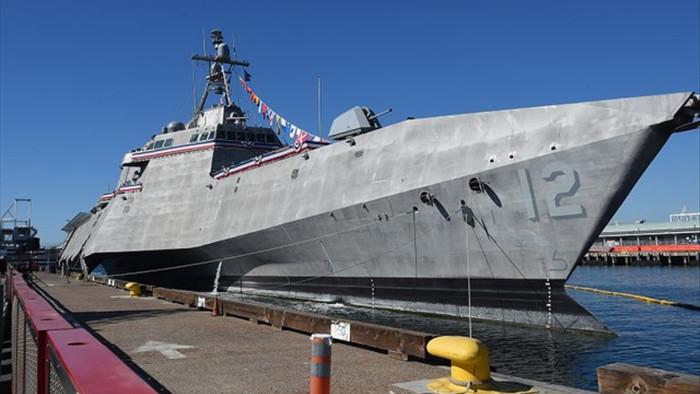 Radar phát hiện hàng chục vật thể bay bí ẩn bao vây tàu quân sự USS Omaha - 2