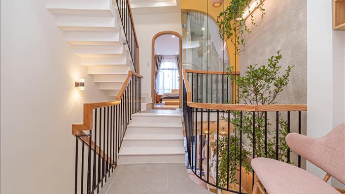 Nhà phố đầy đủ công năng với thiết kế như resort cực chill của vợ chồng trẻ ở Đà Nẵng - Ảnh 9.