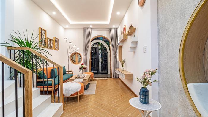 Nhà phố đầy đủ công năng với thiết kế như resort cực chill của vợ chồng trẻ ở Đà Nẵng - Ảnh 2.