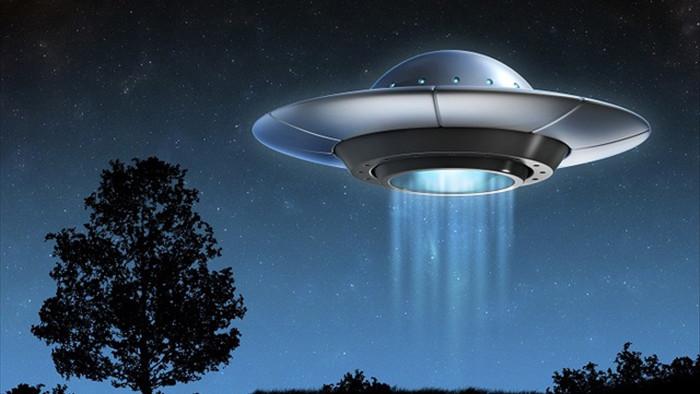 Ánh sáng kỳ lạ trên bầu trời London, có phải UFO ghé thăm Trái đất? - 2