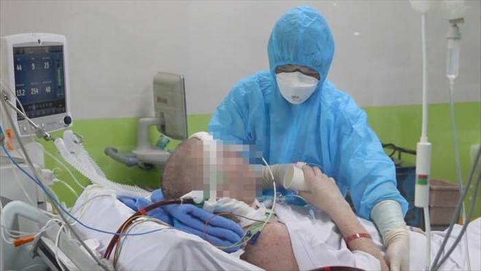 Nam sinh quê Long An mắc COVID-19 phổi đông đặc nặng như phi công người Anh - 1