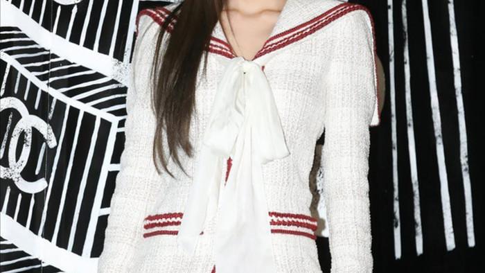 Jennie thường xuyên xuất hiện trong trang phục của Chanel