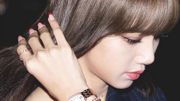 Lisa thường xuyên xuất hiện cùng những chiếc đồng hồ đắt tiền trên tay
