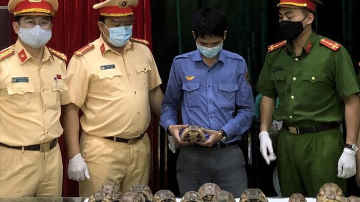 Hà Nội: Nhân viên đường sắt vận chuyển thuê động vật quý hiếm - 1