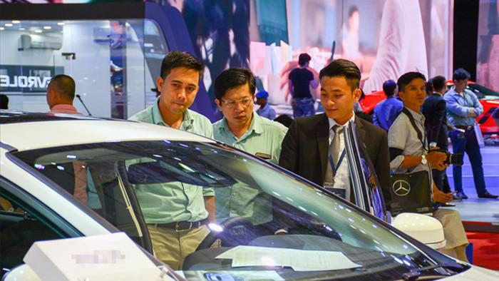 Hai năm liên tiếp thụt lùi, ô tô Việt Nam dính đòn nặng