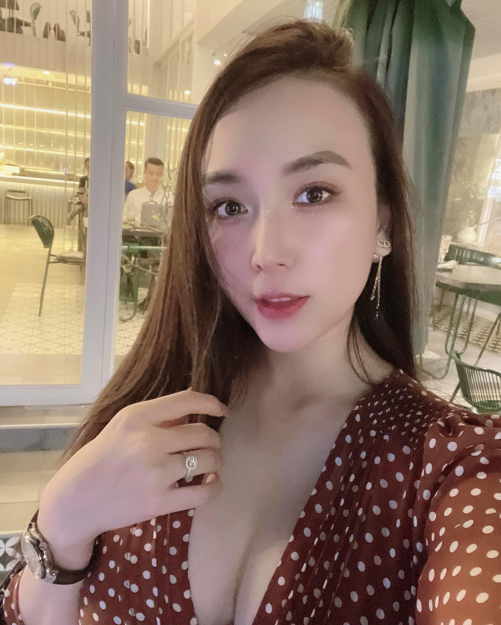Vợ DJ nóng bỏng, sinh đôi hai con cho ca sĩ Khắc Việt-19