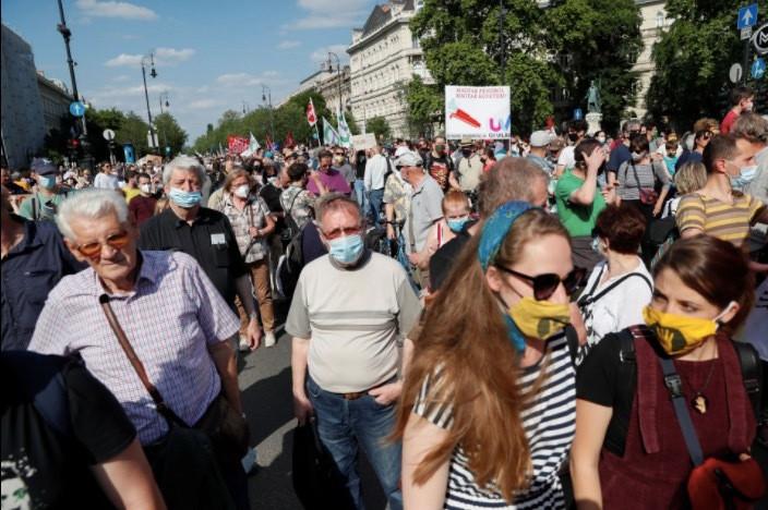 Dân Hungary biểu tình rầm rộ phản đối xây trường Trung Quốc-5