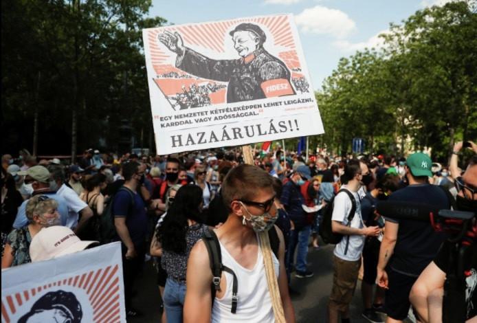 Dân Hungary biểu tình rầm rộ phản đối xây trường Trung Quốc-6