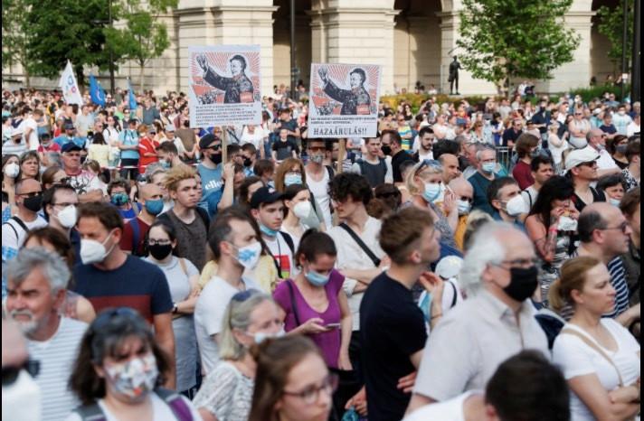 Dân Hungary biểu tình rầm rộ phản đối xây trường Trung Quốc-7