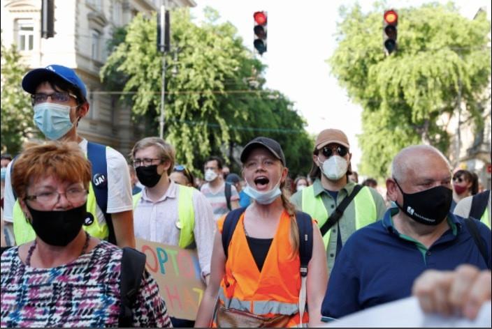 Dân Hungary biểu tình rầm rộ phản đối xây trường Trung Quốc-1