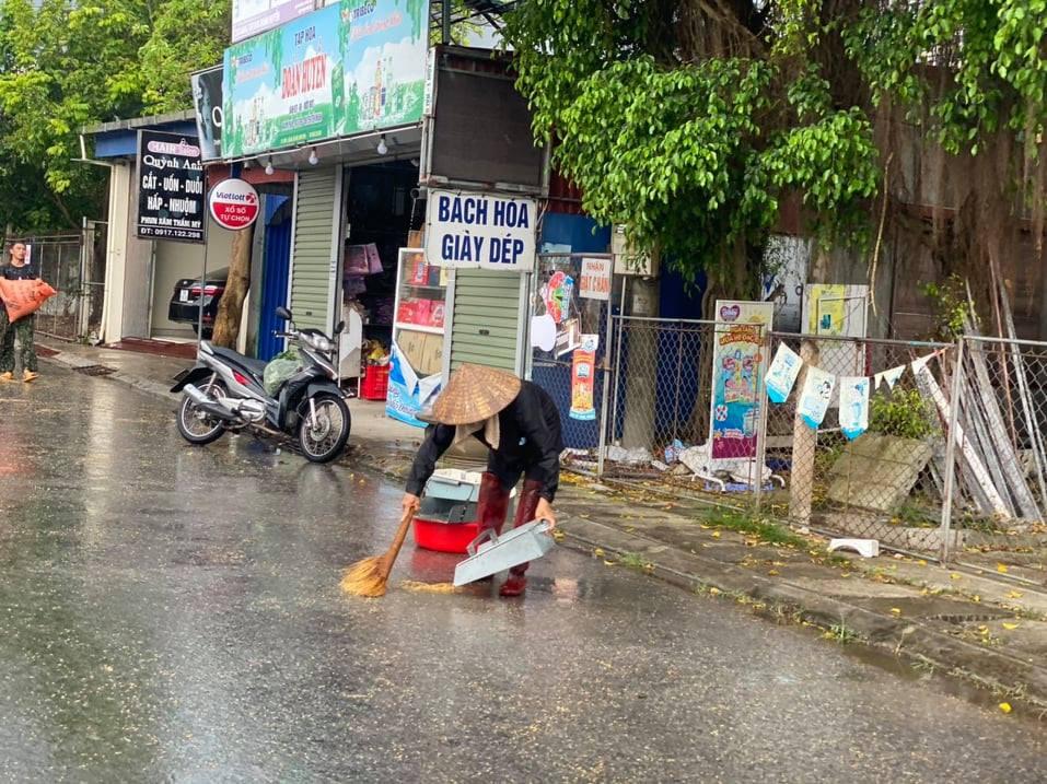 Chùm ảnh người quê chạy thóc trời mưa khiến cộng đồng mạng rưng rưng-7