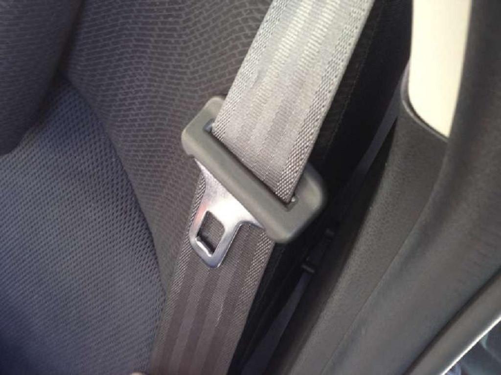 Trẻ nhỏ trên xe ô tô cần làm gì để đảm bảo an toàn?-1