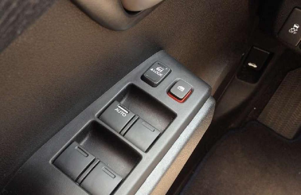Trẻ nhỏ trên xe ô tô cần làm gì để đảm bảo an toàn?-2