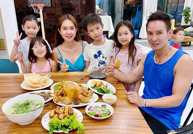 Sao Việt 06/6; Bữa cơm yêu thương của Lý Hải và vợ kém 17 tuổi cùng 4 con-4