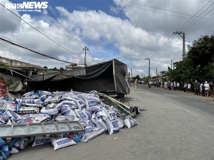 Ảnh: Hiện trường vụ xe tải đâm liên hoàn, ít nhất 7 người thương vong ở Đắk Lắk-8