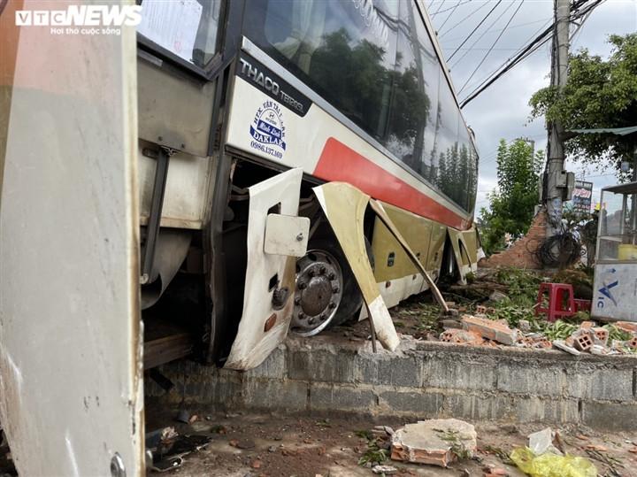 Ảnh: Hiện trường vụ xe tải đâm liên hoàn, ít nhất 7 người thương vong ở Đắk Lắk-4