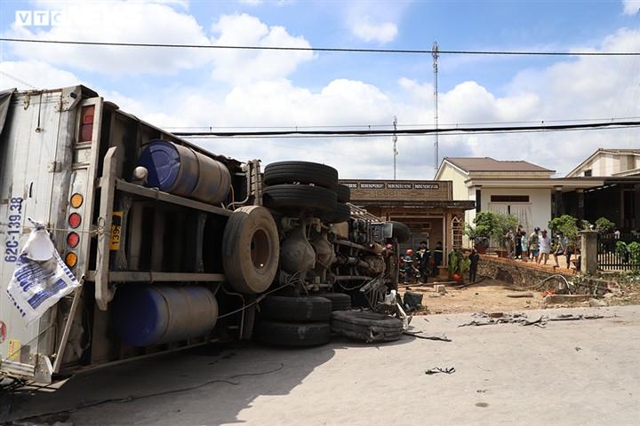 Ảnh: Hiện trường vụ xe tải đâm liên hoàn, ít nhất 7 người thương vong ở Đắk Lắk-6