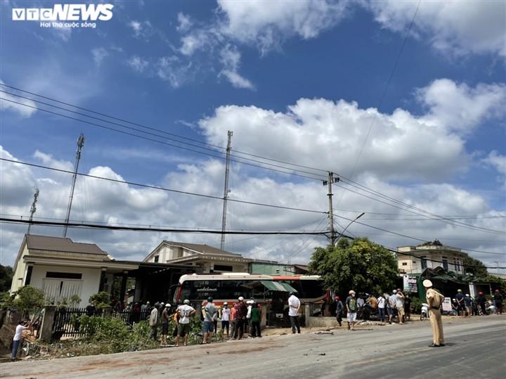 Ảnh: Hiện trường vụ xe tải đâm liên hoàn, ít nhất 7 người thương vong ở Đắk Lắk-7