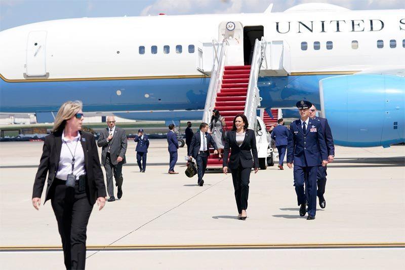 Chuyên cơ chở Phó Tổng thống Mỹ bất ngờ gặp sự cố-1