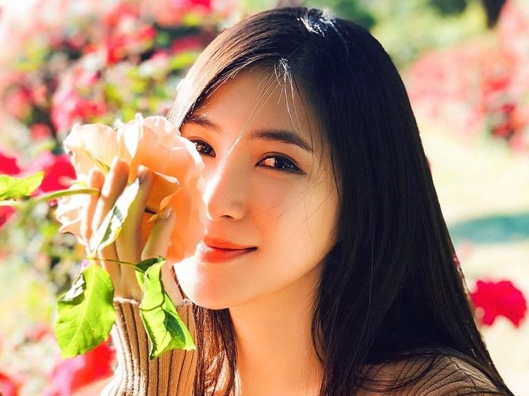 Hậu tin đồn sinh con, Hương Tràm trở thành người vợ đau khổ vì chồng là LGBT-5