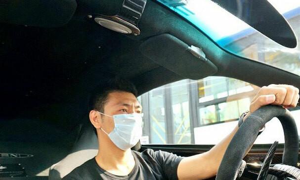 Xử phạt người không đeo khẩu trang khi ngồi trong xe ô tô có đúng luật?-1